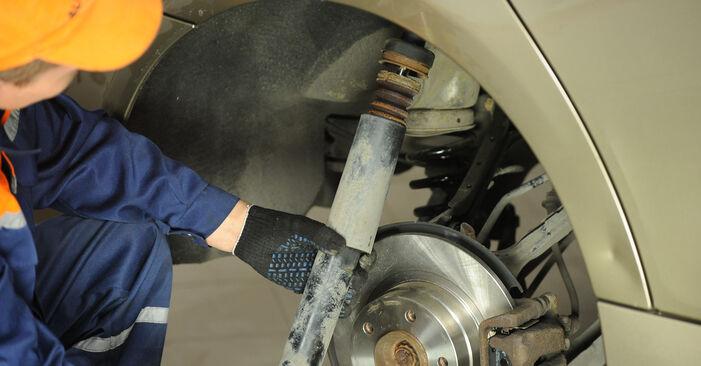 Stoßdämpfer am BMW 3 Limousine (E90) 330d 3.0 2009 wechseln – Laden Sie sich PDF-Handbücher und Videoanleitungen herunter