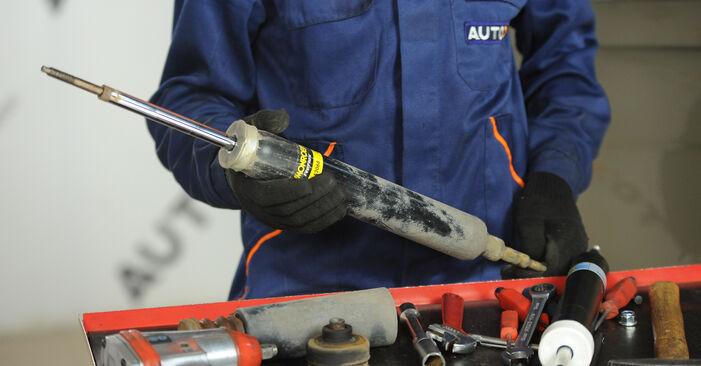 Wie schwer ist es, selbst zu reparieren: Stoßdämpfer BMW E90 325d 3.0 2010 Tausch - Downloaden Sie sich illustrierte Anleitungen