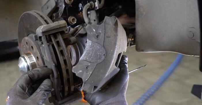 Cambio Pastillas De Freno en BMW E90 2004 no será un problema si sigue esta guía ilustrada paso a paso