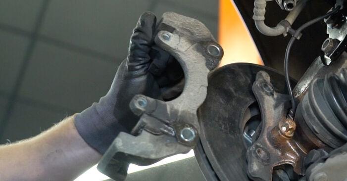 Tausch Tutorial Bremsbeläge am BMW 3 Limousine (E90) 2008 wechselt - Tipps und Tricks