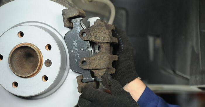 Wie Bremsbeläge BMW 3 Limousine (E90) 320i 2.0 2005 austauschen - Schrittweise Handbücher und Videoanleitungen