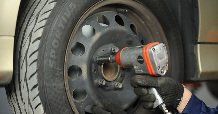 Bremsbeläge beim BMW 3 SERIES 320d 2.0 2011 selber erneuern - DIY-Manual