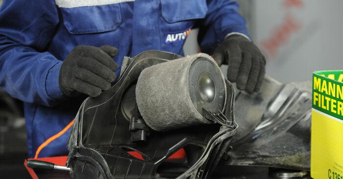 Bytte Luftfilter på BMW E90 2006 320d 2.0 alene