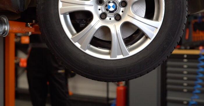 Πόσο διαρκεί η αντικατάσταση: Φίλτρο καυσίμων στο BMW E53 2000 - ενημερωτικό εγχειρίδιο PDF