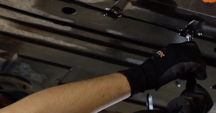 Πώς να αντικαταστήσετε Φίλτρο καυσίμων σε BMW X5 (E53) 2005: κατεβάστε εγχειρίδια PDF και βίντεο οδηγιών