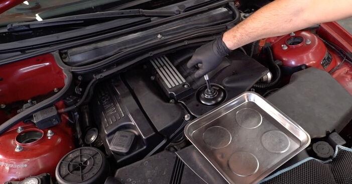 Wie schwer ist es, selbst zu reparieren: Ölfilter BMW e46 Cabrio 320Cd 2.0 2006 Tausch - Downloaden Sie sich illustrierte Anleitungen