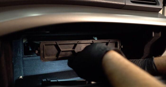 Wie schwer ist es, selbst zu reparieren: Innenraumfilter Honda Accord VIII CU 2.2 i-DTEC (CU3) 2014 Tausch - Downloaden Sie sich illustrierte Anleitungen