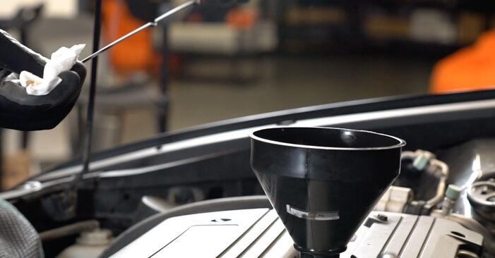 Vanskelighetsgrad: Bytte av Oljefilter på Honda Accord VIII CU 2.2 i-DTEC (CU3) 2014 – last ned illustrert veiledning