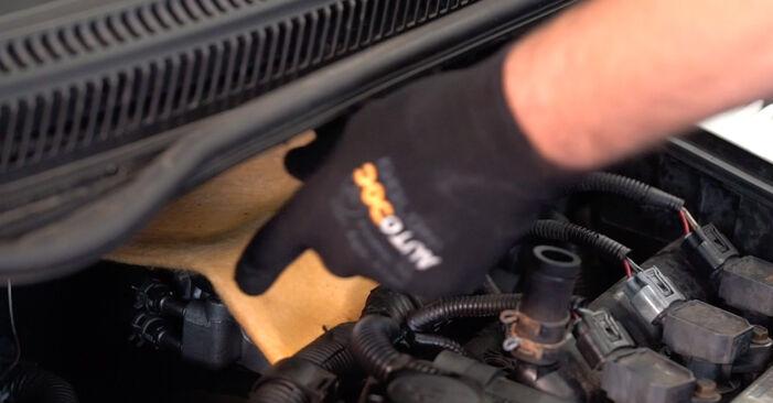 Austauschen Anleitung Luftfilter am Toyota Aygo AB1 2005 1 selbst