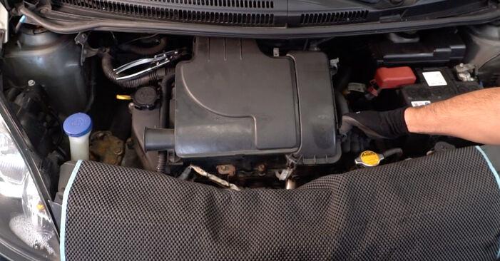 Wechseln Luftfilter am TOYOTA AYGO (WNB1_, KGB1_) 1 2008 selber