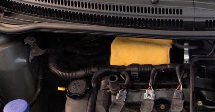 Wie schwer ist es, selbst zu reparieren: Luftfilter Toyota Aygo AB1 1 2011 Tausch - Downloaden Sie sich illustrierte Anleitungen