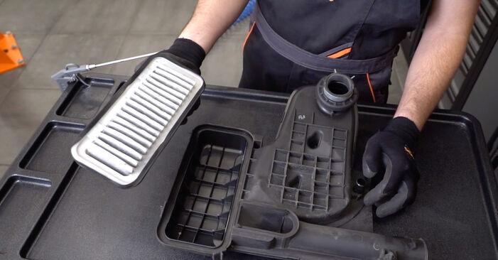 Luftfilter beim TOYOTA AYGO 1.4 HDi 2012 selber erneuern - DIY-Manual