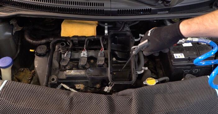 Luftfilter Ihres Toyota Aygo AB1 1.0 GPL (KGB10_) 2013 selbst Wechsel - Gratis Tutorial