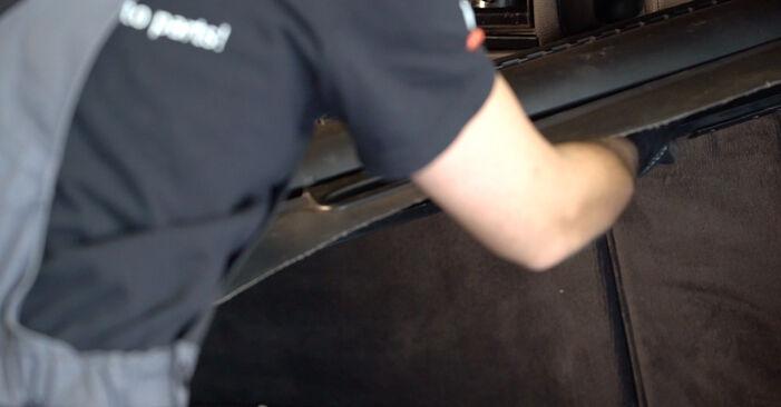 Wie Stoßdämpfer BMW 3 Touring (E46) 320i 2.2 2000 austauschen - Schrittweise Handbücher und Videoanleitungen