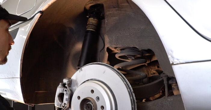 Stoßdämpfer am BMW 3 Touring (E46) 330i 3.0 2004 wechseln – Laden Sie sich PDF-Handbücher und Videoanleitungen herunter