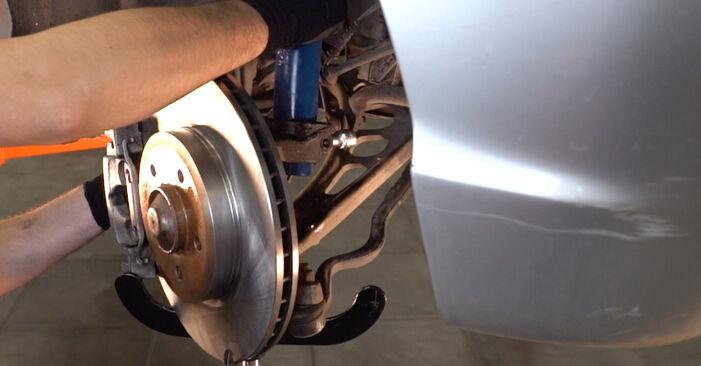 Wechseln Sie Stoßdämpfer beim BMW 3 Touring (E46) 318i 2.0 2001 selbst aus