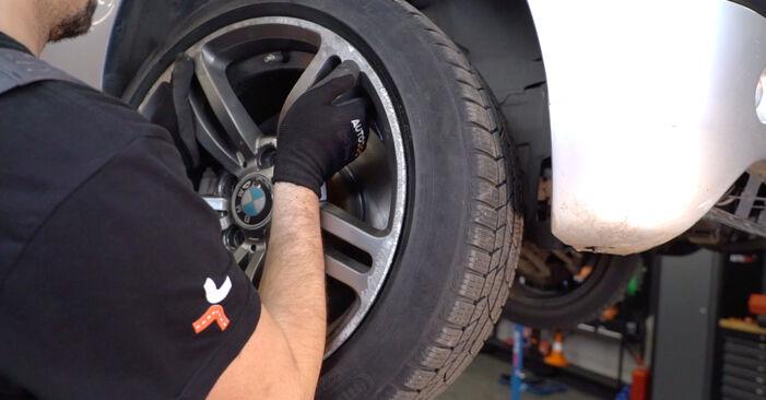 BMW E46 Touring 320i 2.2 2000 Stoßdämpfer austauschen: Unentgeltliche Reparatur-Tutorials
