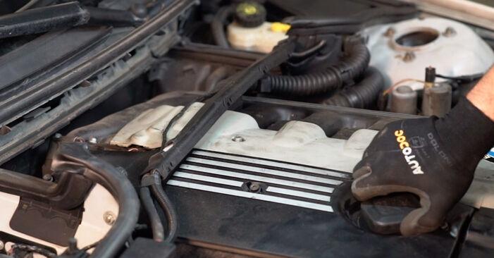 Tausch Tutorial Luftfilter am BMW 3 Touring (E46) 2004 wechselt - Tipps und Tricks