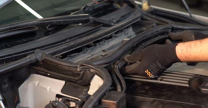 Schritt-für-Schritt-Anleitung zum selbstständigen Wechsel von BMW E46 Touring 2005 330d 3.0 Luftfilter