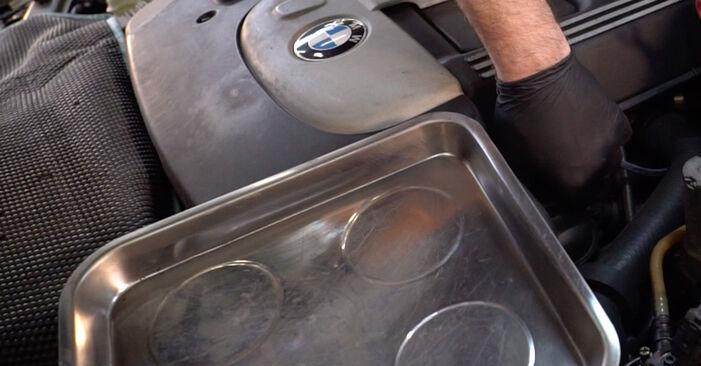 Remplacer Filtre à Huile sur BMW 3 Touring (E46) 2002 320d 2.0 par vous-même