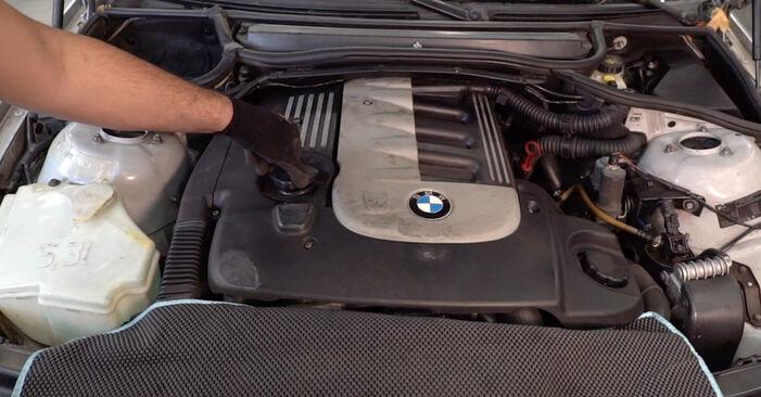 BMW 3 Touring (E46) 320i 2.2 2001 Filtre à Huile remplacement : manuels d'atelier gratuits