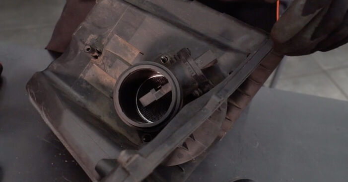 BMW 3 SERIES 330Ci 3.0 Air Filter replacement: online guides and video tutorials