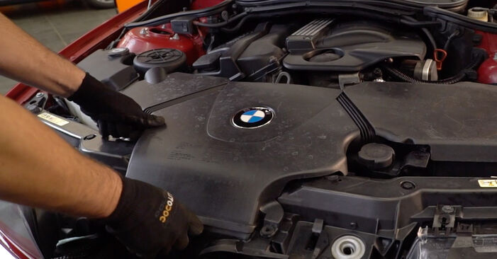 Changing Air Filter on BMW 3 Convertible (E46) 318Ci 2.0 2003 by yourself