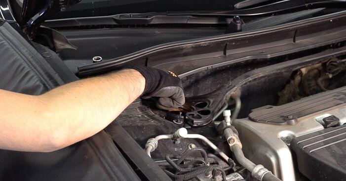 Wie schwer ist es, selbst zu reparieren: Federn Honda Accord VIII CU 2.2 i-DTEC (CU3) 2014 Tausch - Downloaden Sie sich illustrierte Anleitungen