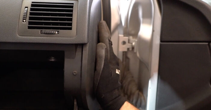 Austauschen Anleitung Innenraumfilter am Skoda Fabia 6Y5 2002 1.4 16V selbst