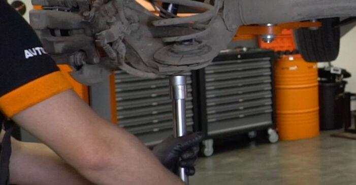 Tausch Tutorial Federn am OPEL Astra H Limousine (A04) 2011 wechselt - Tipps und Tricks