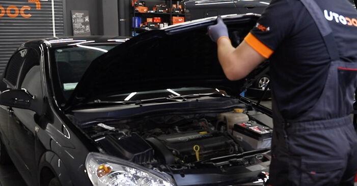 Как се сменя Въздушен филтър на Opel Astra H Седан 2007 - безплатни PDF и видео уроци