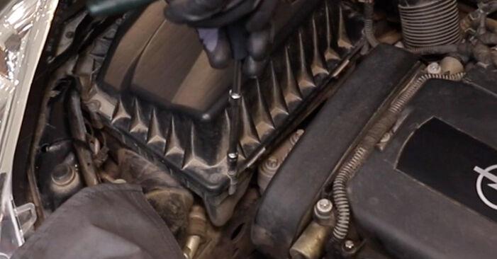 Смяна на Opel Astra H Седан 1.7 CDTi (L69) 2009 Въздушен филтър: безплатни наръчници за ремонт