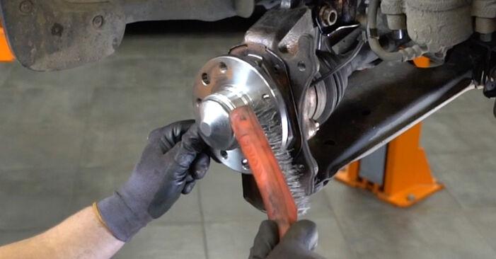 Opel Astra H Sedanas 1.7 CDTi (L69) 2009 Stabdžių diskas keitimas: nemokamos remonto instrukcijos