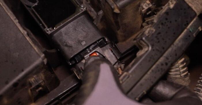 Austauschen Anleitung Zündspule am Opel Astra H Limousine 2009 1.6 (L69) selbst
