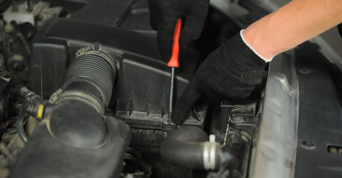 Luftfilter Peugeot 406 Limousine 2.0 HDI 90 1997 wechseln: Kostenlose Reparaturhandbücher