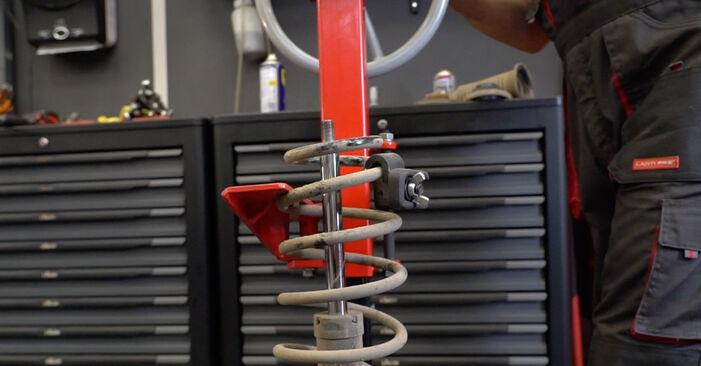 Tausch Tutorial Stoßdämpfer am OPEL Astra H Limousine (A04) 2011 wechselt - Tipps und Tricks