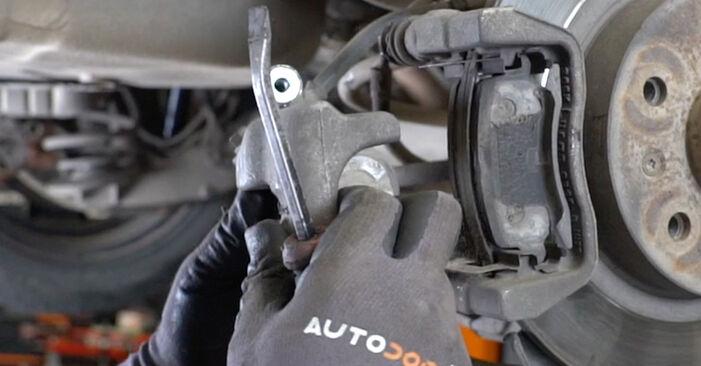 Смяна на Колесен лагер на Opel Astra H Седан 2009 1.6 (L69) самостоятелно