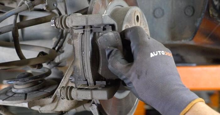 Astra H Седан (A04) 1.7 CDTI (L69) 2010 Колесен лагер наръчник за самостоятелна смяна от производителя