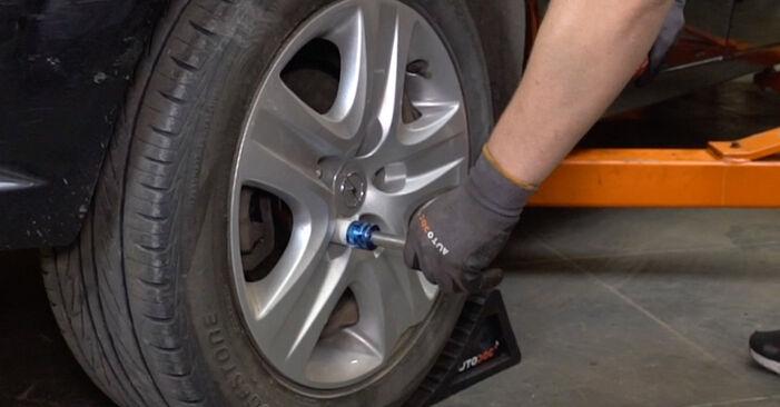 Смяна на Opel Astra H Седан 1.7 CDTi (L69) 2009 Колесен лагер: безплатни наръчници за ремонт