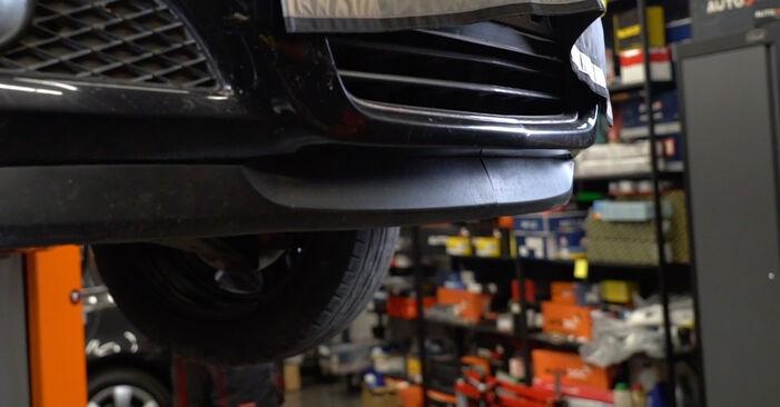Wechseln Ölfilter am OPEL Astra H Limousine (A04) 1.8 (L69) 2010 selber