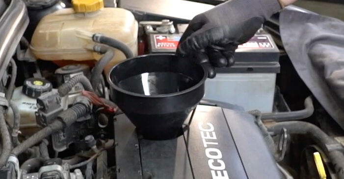 Ölfilter beim OPEL ASTRA 1.7 CDTi (L69) 2014 selber erneuern - DIY-Manual