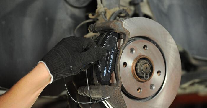 Austauschen Anleitung Bremsscheiben am Peugeot 406 Limousine 2005 2.0 HDI 110 selbst