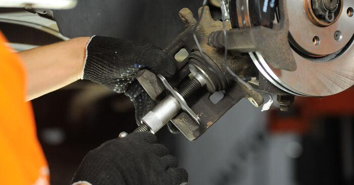 Tausch Tutorial Bremsscheiben am PEUGEOT 406 (8B) 1996 wechselt - Tipps und Tricks