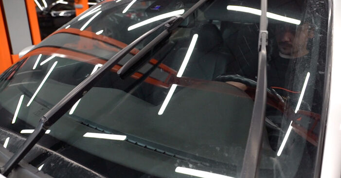 Wie Scheibenwischer BMW 3 Touring (E46) 320i 2.2 2000 austauschen - Schrittweise Handbücher und Videoanleitungen