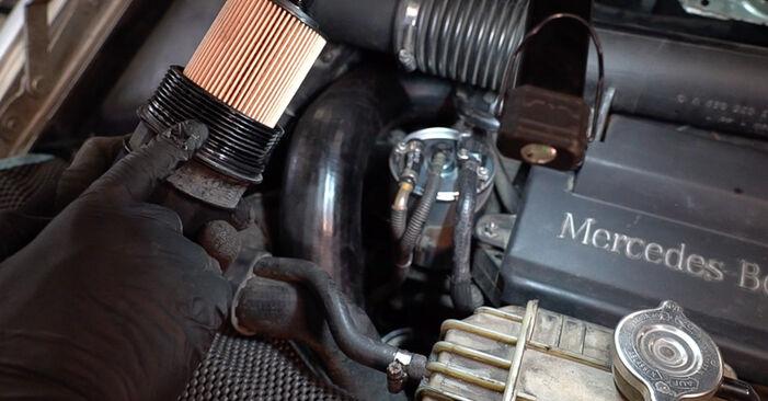 Zweckdienliche Tipps zum Austausch von Ölfilter beim MERCEDES-BENZ VITO Bus (638) 110 TD 2.3 (638.174) 2002