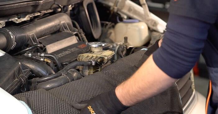 Tausch Tutorial Ölfilter am MERCEDES-BENZ VITO Bus (638) 2000 wechselt - Tipps und Tricks