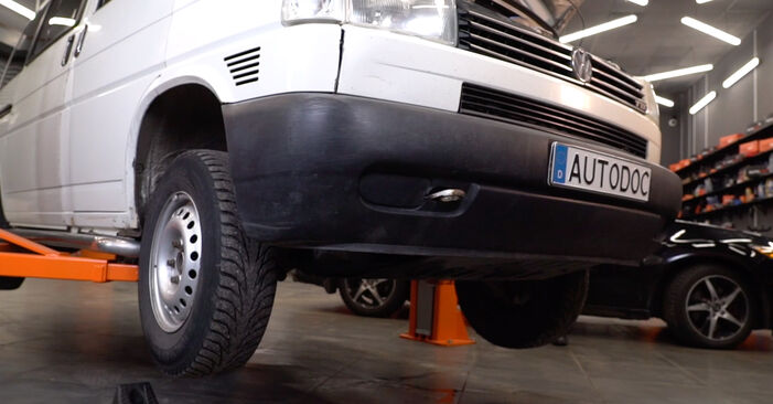 VW T4 Transporter 2.4 D 1992 Ammortizzatori sostituzione: manuali dell'autofficina
