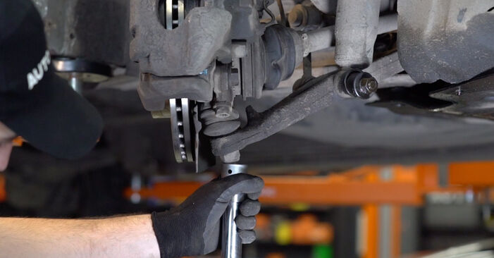 Quanto è difficile il fai da te: sostituzione Ammortizzatori su VW T4 Transporter 2.5 TDI 1996 - scarica la guida illustrata