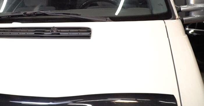 Luftfilter am VW Transporter IV Bus (70B, 70C, 7DB, 7DK, 70J, 70K, 7DC, 7DJ) 2.0 1995 wechseln – Laden Sie sich PDF-Handbücher und Videoanleitungen herunter
