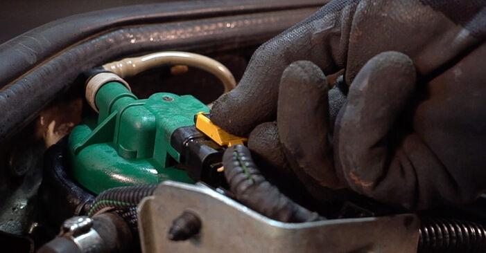 Tausch Tutorial Kraftstofffilter am FIAT Doblo Cargo (223_) 2012 wechselt - Tipps und Tricks